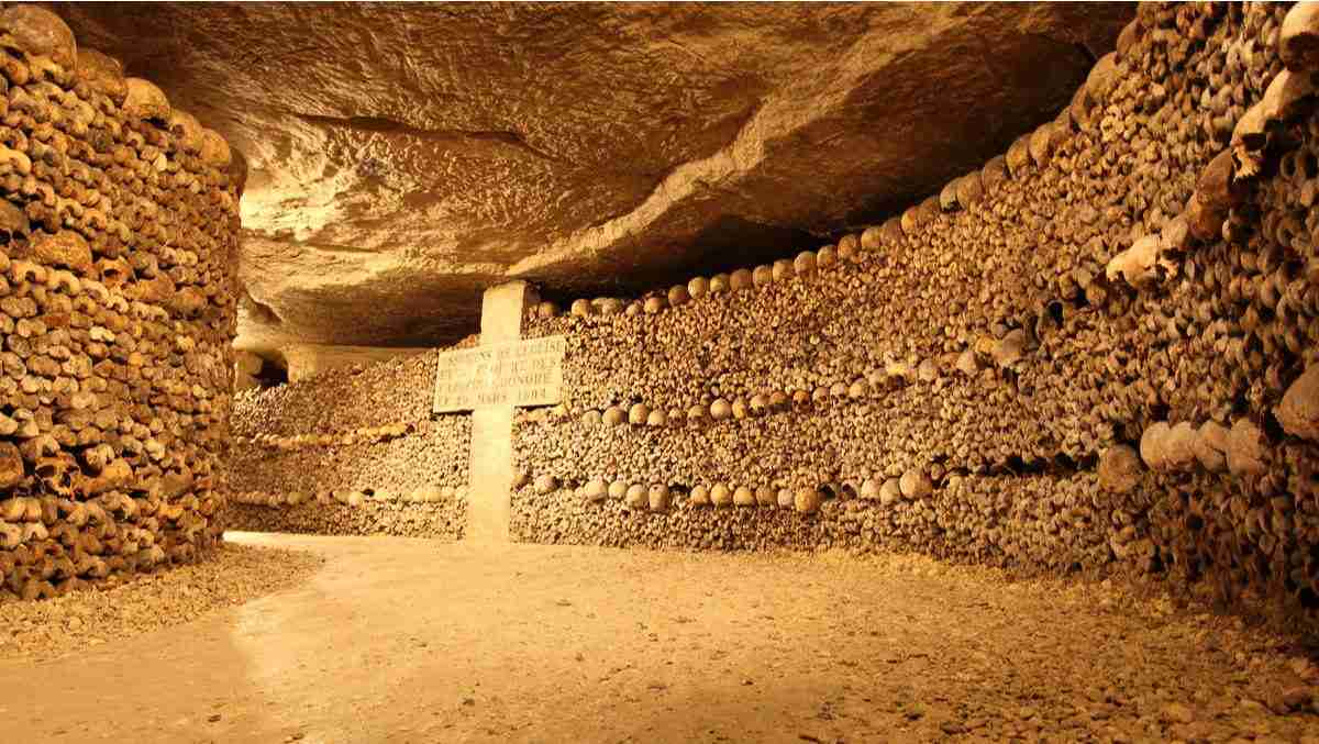 Catacombs cover image in Paris in France