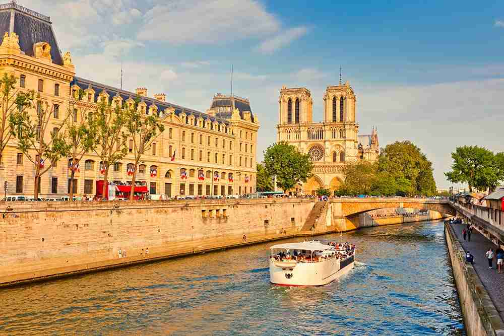 Notre Dame Cruise Seine in Paris in France