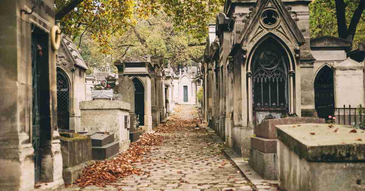 Pere Lachaise Cemetery cover