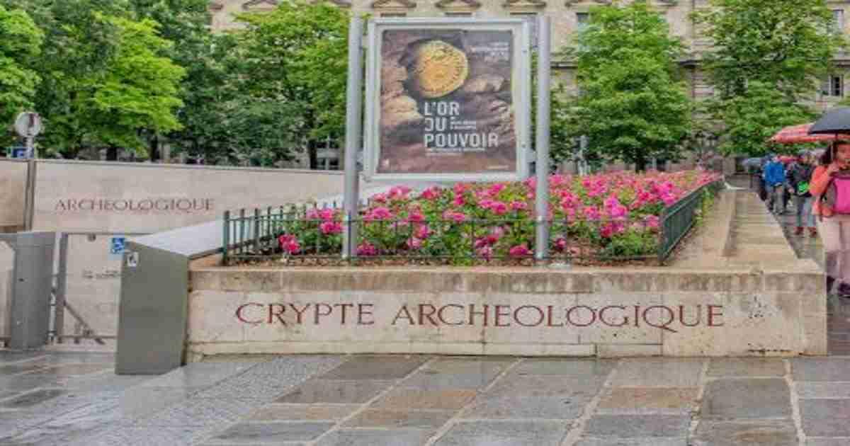 archaelogical crypt paris (editorial)