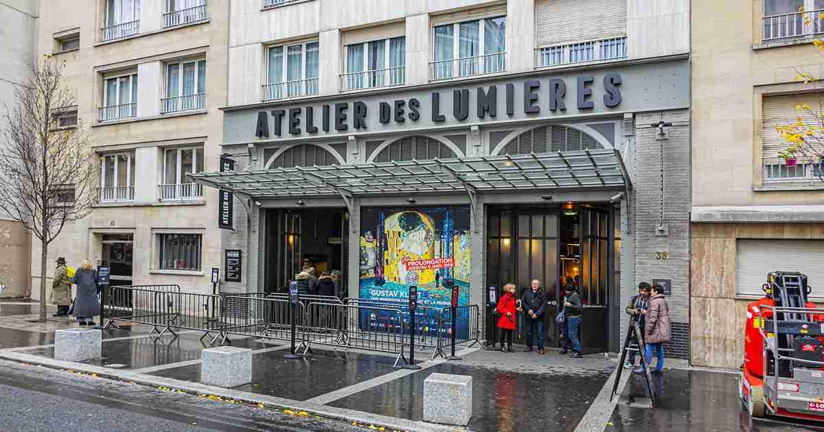 Guide to Atelier des Lumières in Paris (Editorial)