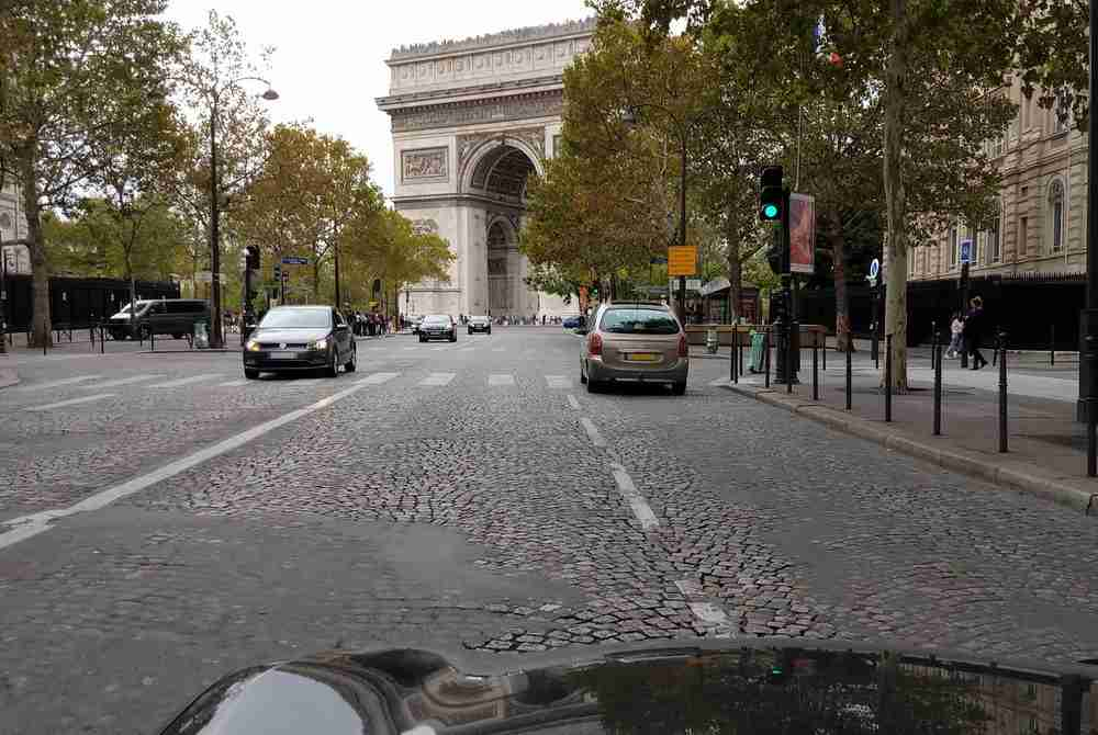 rent a car in Paris in France 2
